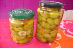 conserve di olive schiacciate sott'olio, da mangiare in inverno.