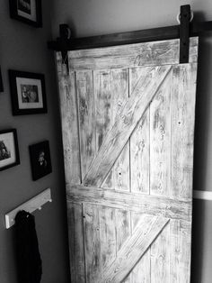 Rustic white and grey double cross interior barn door from GOATGEAR. Basement Layout, Basement House, Basement Ideas, Design Garage, Urban Outfitters, Swimming Pigs, Wallpaper Ceiling, Barn Door Closet, Interior Sliding Barn Doors