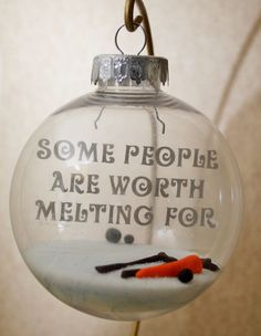 Cute Christmas ornament idea -would be pretty easy to DIY.