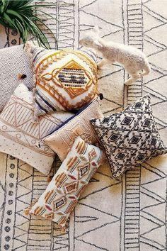 Incredibly Geometric Throw Pillows Ideas for Your Living Room 11 Ideas Hogar, Deco Boheme, Geometric Throws, Style Deco, Home Decor Furniture, Modern Furniture, Furniture Design, My New Room, Home Interior