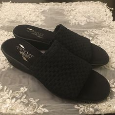Aerosols Heelrest Sandals. Aerosols heel rest sandals with woven elastic upper creates just the right amount of support while memory foam lining lends all day comfort to these playful slides.  Never worn before, brand new without tags and box. AEROSOLES Shoes Sandals