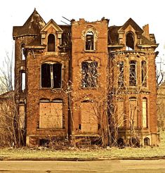 https://flic.kr/p/5ToJE2 | Lucien Moore House in ruins | This is how the Lucien Moore house looked the first time I saw it in 2001.  There have been many incredible pictures taken of this place in decay.  It's size and architectural complexity made it all the more impressive as it drifted into a dark, Gothic oblivion.  With the disappearance of most of the mansions of Brush Park in Detroit, it was a huge surprise to learn that it was being rebuilt as a project of HGTV.    More info…