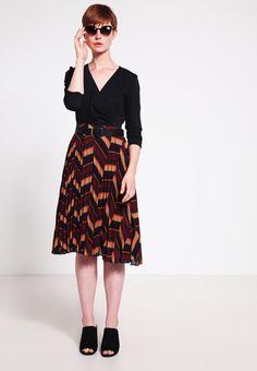 ¡Cómpralo ya!. More & More Blusa black. More & More Blusa black Ofertas   | Material exterior: 70% algodón, 26% poliamida, 4% elastano | Ofertas ¡Haz tu pedido   y disfruta de gastos de enví-o gratuitos! , blusas, blusa, blusón, blusones, blouses, blouse, smock, blouson, peasanttop, blusen, blusas, chemisiers, bluse. Blusas  de mujer color negro de More & more.