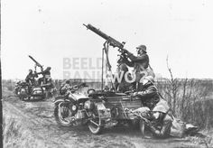Bundesarchive Photos 1933 - all fields of WWII - Page 221 Russian Motorcycle, Ww2 Pictures, British Motorcycles, War Dogs, Military Photos, World War Ii, Troops, Military Vehicles, Wwii