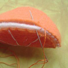 free tutorial to make felt orange slices by SesameSeedDesigns