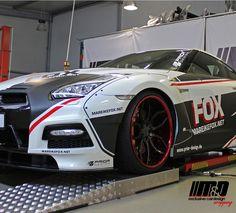 Modell: Nissan GT-R Mareike Fox - Designfolierung / Teilfolierung im GT3 Style + diverse Akzente und Werbebeschriftung für Essen Motor Show 2015 - Fahrzeugfolierung | Steinschlagfolie | Car Wrapping Dinslaken