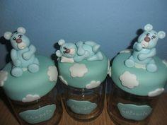 Kit contendo três potes de vidro decorados com biscuit . <br>Ideal para presentear a futura mamãe ! <br>Cores podem ser alteradas de acordo com sua necessidade .