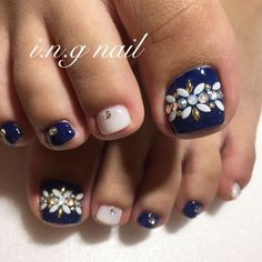 Pretty design, use dotting tool and brush, not jewels