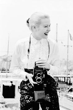 Grace Kelly photographed by Edward Quinn in Cannes, 1955 Grace Kelly Style, Princess Grace Kelly, Old Hollywood Actresses, Actors & Actresses, Golden Age Of Hollywood, Classic Hollywood, American Idol, American Actress, Patricia Kelly