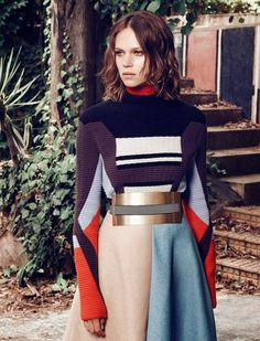 """La ligne Bauhaus"" by Laurent Humbert for Madame Figaro France knit pullover by… Haircut For Thick Hair, Fashion Details, Fashion Design, Mode Editorials, Knitwear Fashion, Inspiration Mode, Mode Vintage, Fashion Show, Fashion Trends"