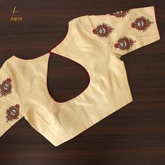 Bright vibrant and attractive the creeper design on this blouse is done exquisitely. Blouse Back Neck Designs, Sari Blouse Designs, Fancy Blouse Designs, Lehenga Designs, Dress Designs, Kids Gown Design, Kalamkari Dresses, Stylish Blouse Design, Kurti Designs Party Wear