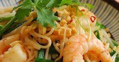 タイ風焼きそば「パッタイ」。そうめんや春雨のようなおうちにある麺でも、本場の味を作ることができます。