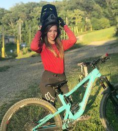 Downhill Bike, Mtb Bike, Trajes Kylie Jenner, Bicycle Girl, Bike Life, Girls Be Like, Mountain Biking, Hot, Beautiful Pictures