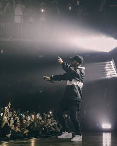 Shared by wavy_ryry. Find images and videos about music, concert and bryson tiller on We Heart It - the app to get lost in what you love. Bryson Tiller Wallpaper, Mode Hip Hop, Rapper Wallpaper Iphone, Black Girl Swag, Boy Celebrities, Celebs, Man Crush Everyday, Flower Boys, Swag Style