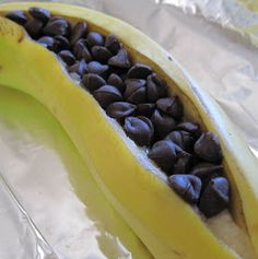 DVFblog: Ridiculously Easy Dessert: Chocolate Baked Bananas