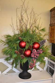christmas urn with big red balls