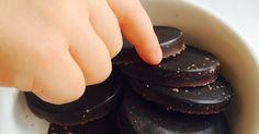 Dışarıdan çikolata almaya hiç gerek kalmadı artık. Bu çikolata damla çikolata şeklinde yapılabilir, hatta rendelenebilir. Ben bıçakla mi...