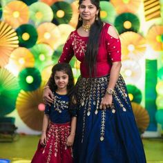 Fashion Kids Twins Mother Daughters Ideas Source by jyothyptp Blouses Mom Daughter Matching Dresses, Mom And Baby Dresses, Baby Boy Dress, Dresses Kids Girl, Baby Outfits, Frocks For Girls, Kids Frocks, Mother Daughter Fashion, Mother Daughters