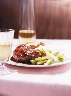 Cuisses de poulet glacées à l'érable Recettes | Ricardo Maple Glazed Chicken, Thanksgiving Snacks, Ricardo Recipe, Chicken Thigh Recipes, Fall Dinner, Chicken Thighs, Dinner Recipes, Cooking Recipes, Nutrition
