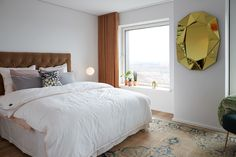 The Bedroom - Carlsberg Byens first open house apartement at 'Bohrs Tårn' Italian Lighting, Modern Lighting, E Design, Interior Design, Decoration Design, Bedroom Carpet, Tower, Table Lamp, City