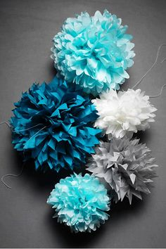 Simple tissue paper pom pom tutorial for the best party decorSuper simple handkerchief Pom Pom tutorial that is great for party decorations. This is DIY party decor at its finest. Learn how you can quickly Tissue Paper Flowers, Diy Flowers, Paper Poms, Tissue Poms, Blue Flowers, Tissue Balls, Paper Trees, Paper Balls, Yellow Roses