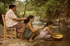 Palavras de avó: quando uma mulher estiver triste o melhor a fazer é trançar o seu cabelo. - contioutra.com