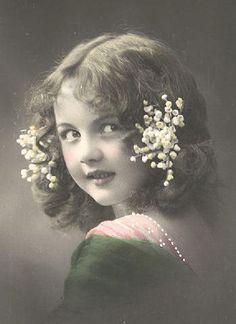 Looks like you when you were wee! Antique Photos, Vintage Photographs, Old Photos, Images Vintage, Vintage Pictures, Vintage Ephemera, Vintage Postcards, Vintage Girls, Vintage Children
