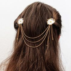 DIY Flower Hair Jewelry Looking for a nice type of hair accessory? Try out this fabulous DIY Flower Hair Jewelry. Flower Hair Pieces, Flowers In Hair, Diy Fashion Accessories, Wedding Accessories, Diy Hair Jewellery, Flores Diy, Hair Chains, Hair Beads, Jewelry Patterns