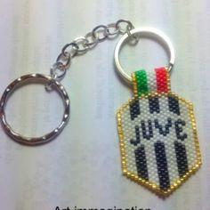"Portachiavi realizzato con la tecnica peyote ""Juventus"""