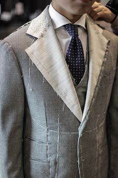 Tailored: Made by cutting pieces of fabric and then sewing them together to fit the body Sewing Men, Sewing Coat, Sewing Clothes, Custom Clothes, Mens Tailored Suits, Tailored Jacket, Mens Suits, Bespoke Suit, Bespoke Tailoring