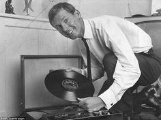 Plain old Alex Ferguson (before he was Sir Alex) kicking back with Ray Conniff & His Orchestra Football Music, Retro Football, Ray Conniff, England Players, Hawaii Pictures, Making The Band, Sir Alex Ferguson, Association Football, Manchester United Football