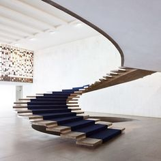 17 Ideas Stairs Modern Concrete Floating Staircase For 2019 Stairs Architecture, Interior Architecture, Interior Stairs, Home Interior Design, Cantilever Stairs, Floating Staircase, Spiral Staircase, Staircases, Staircase Spindles