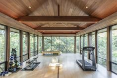 There is no rule that the home gym room is only for athletes. In fact, this gym room at your home can be the sign that you really have a big concern about your health. It is not only for… Continue Reading → Dream Home Gym, Gym Room At Home, Home Gym Decor, Best Home Gym, Home Gyms, Home Gym Design, House Design, Backyard Gym, Indoor Gym