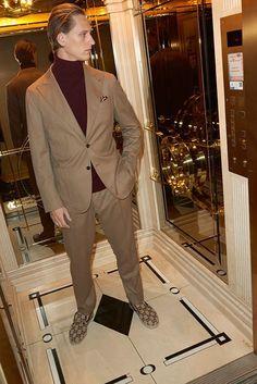 Caruso suit in sand and Gucci loafers Celine, Balenciaga, Fendi, Valentino, Saint Laurent, Gucci Loafers, Fall Winter, Autumn, Classic Man