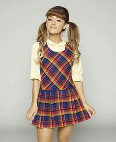 @arianagrande63 she's the cutest ♡