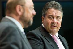 Sigmar Gabriel verzichtet auf die Kanzlerkandidatur der SPD und tritt als Parteivorsitzender zurück. Stattdessen will er Martin Schulz als Kanzlerkandidat und Parteivorsitzenden vorschlagen und selbst ins Außenministerium wechseln.