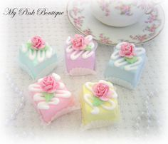 Tiny square faux cakes - sweet idea for fun paperweights. Deco Cupcake, Cupcake Cookies, Party Desserts, Mini Desserts, Fancy Cakes, Mini Cakes, Petit Cake, Mini Tortillas, Fake Cake