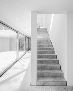 Staircase inside Haus Z by Bayer & Strobel Architekten. Staircase inside Haus Z by Bayer & Strobel Architekten. Concrete Staircase, Marble Stairs, Stone Stairs, Modern Staircase, Staircase Design, Small Staircase, Iron Staircase, White Stairs, Stairs Architecture