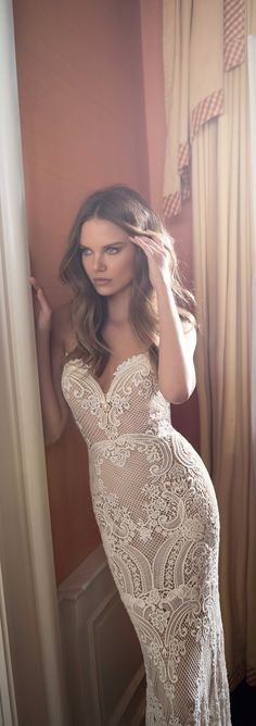The detailing on this strapless wedding dress by @bertabridal is just divine.