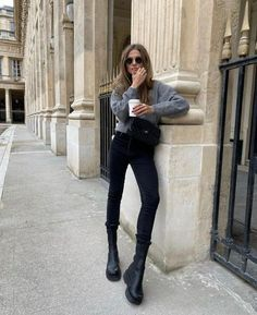 40 образов на каждый день - зима 2021 #зима2021 #гардеробзима2021 #базовыйгардероб2021 #тренды2021 #мода2021 #зимниеобразы2021 #теплыйгардероб #кашемир #свитер2021 #джинсы2021 #сапоги2021 #обувь2021 #стиль2021 Autumn Winter Fashion, Fall Winter, Coffee Break, Black Jeans, Normcore, Style Inspiration, Paris, Chic, My Style