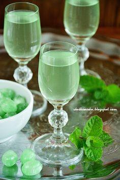 Non Alcoholic Drinks, Beverages, Christmas Food Gifts, Infused Vodka, Irish Cream, Mason Jar Wine Glass, Liquor, Food And Drink, Homemade
