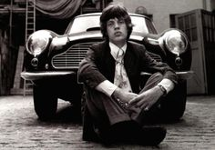 ACCADDE OGGI 17 Maggio 1975 - Mick Jagger prende a pugni la vetrina del ristorante Gorman a Long Island. Portato all'ospedale viene dimesso con 20 punti di sutura.   Ti potrebbe interessare: http://www.amazon.it/s/ref=as_li_ss_tl?_encoding=UTF8&camp=3370&creative=24114&field-keywords=rolling%20stones&linkCode=ur2&rh=n%3A2844433031%2Ck%3Arolling%20stones&tag=staypulp-21&url=search-alias%3Dapparel