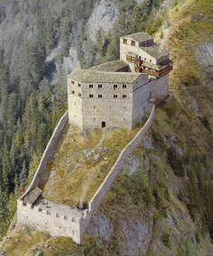 Ruine Belfort, Brinzlaus, CH (Rekonstruktionsversuch)