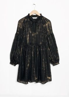 Robe en soie, Lou Doillon x & Other Stories, 125 €. Nye Dress, Party Dress, Vanity Fair, Leather Shirt Dress, Silk Midi Dress, Glamour, Silk Pajamas, Mulberry Silk, Models
