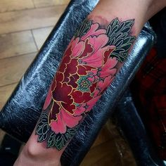 The popular flower tattoos are highly versatile. If you want to get one, you can get beautiful floral tattoo design ideas here. Piercings, Piercing Tattoo, Australisches Tattoo, Tattoo Motive, Tattoo Forearm, Lotus Tattoo, Pretty Tattoos, Love Tattoos, Beautiful Tattoos