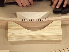 Bend Wood woodworking experts show how a power saw with a special kerfing jig may be used to create a bend in a strip of wood. woodworking experts show how a power saw with a special kerfing jig may be used to create a bend in a strip of wood. Learn Woodworking, Woodworking Techniques, Popular Woodworking, Woodworking Bench, Woodworking Crafts, Woodworking Store, Woodworking Patterns, Woodworking Jigsaw, Woodworking Workshop