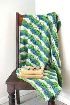 Using this free pattern and instructional video to make a baby blanket.
