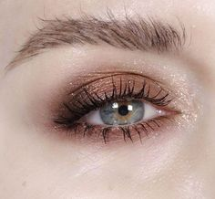 "848 curtidas, 16 comentários - Katie Jane Hughes (@Katie Jane Hughes) no Instagram: ""Starry Eyed @MAC Cosmetics Brown down on outer corners and wood winked on the lids mixed with a…"""