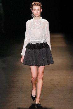 Alberta Ferretti Fall 2013 Ready-to-Wear Fashion Show - Emma Oak