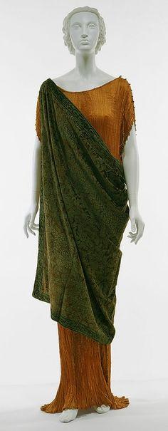 плиссированный шелк и набивной рисунок на бархате - вклад М.Фортуни в копилку моды 20 века